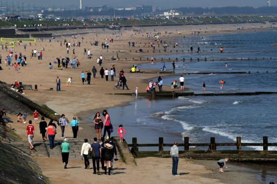 People enjoying the hot weather at Aberdeen Beach  Picture by KENNY ELRICK       25/03/2012   .