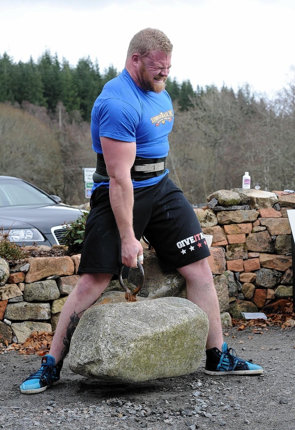 Aberdeen's Ben Thomson takes on the stones. Credit: Colin Rennie.