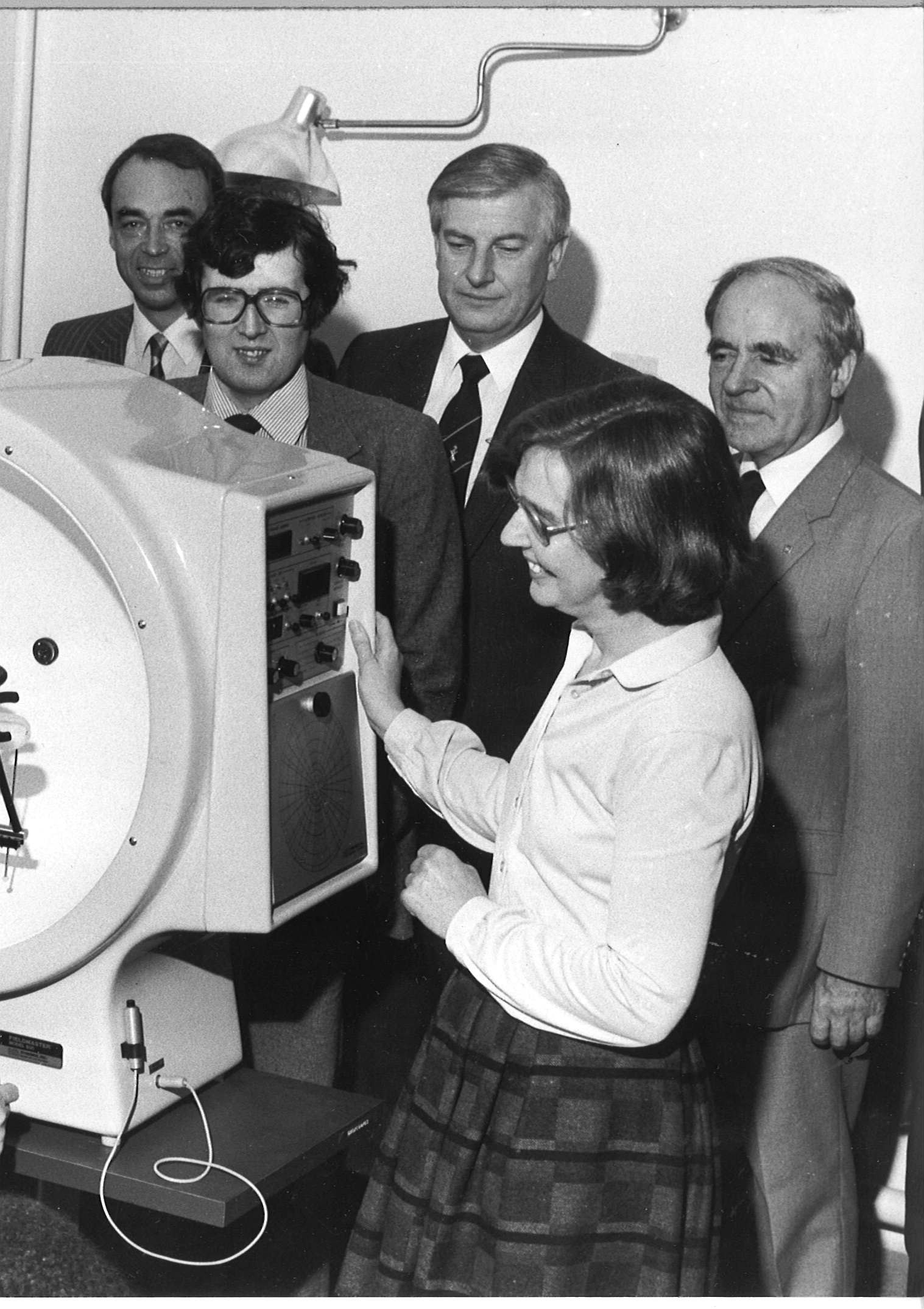 Automated field detector handed over to eye department in 1982
