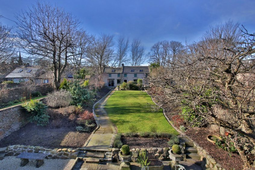 Video take a look inside this stunning 925 000 aberdeen for 17 marine terrace