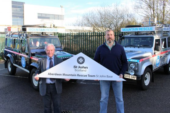St John's Aberdeen Chairman, Joe Mackie, and Aberdeen Mountain Rescue's Scott Stevens.