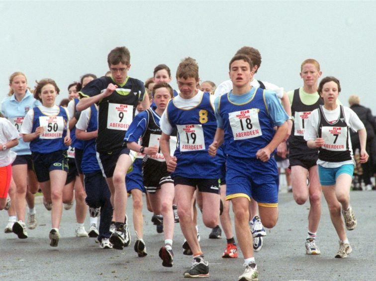 The youngsters in the 2K fun run at the 10K Baker Hughes race at the Beach in 2000