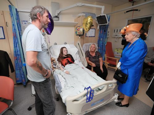 Queen pays surprise visit to victims at children's hospital