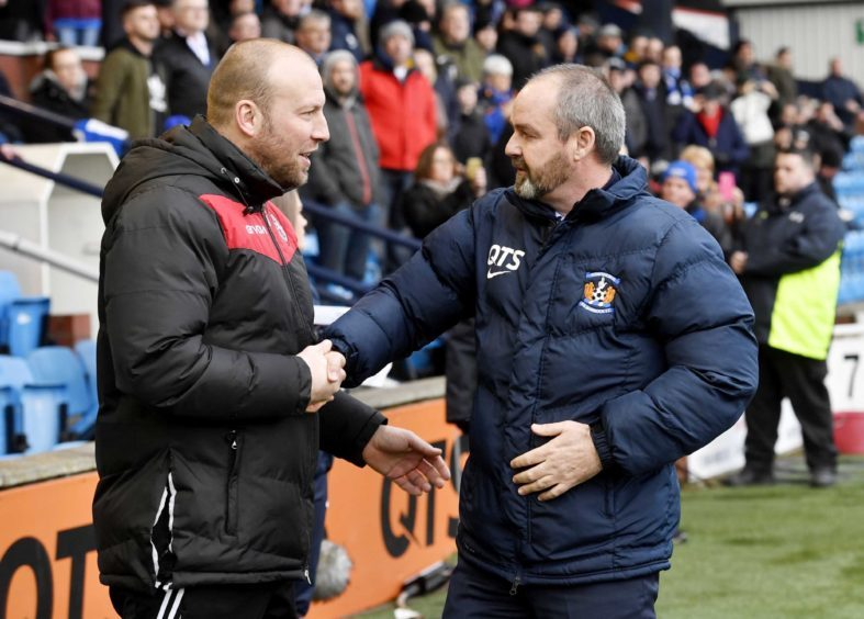 Managers Ross Tokeley(L) and Steve Clarke(R) shake hands