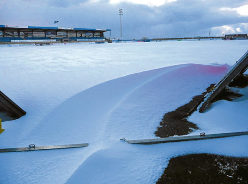 Peterhead's match against Stenhousemuir has been postponed due to the snow.