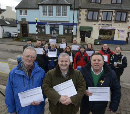 Ian Blackford MP (centre) with Highland Councillors, Allan Henderson (left) of Caol & Mallaig Ward and Blair Allan, Fort William & Ardnamurchan Ward.