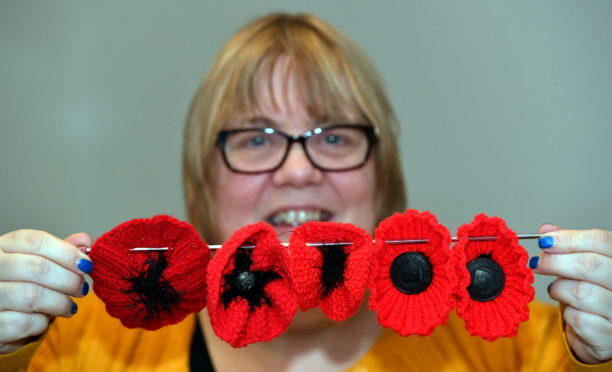 Macduff church plea for help knitting poppies to mark first world nancy duncan of peterhead is appealing for volunteers to help with knitting 10000 poppies for a display to commemorate the centenary of the end of the mightylinksfo