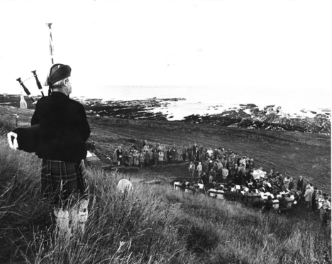 Scores of people attended a ceremony to honour the memory of New Aberdour heroine Jane Whyte on the 102nd anniversary of her daring rescue of 15 crewmen from a grounded ship in Aberdour Bay