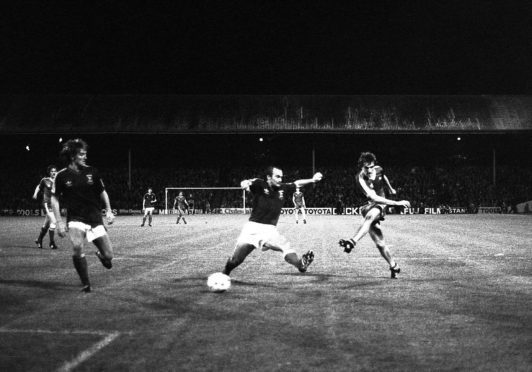 Peter Weir gets his second and Aberdeen's third in the 3-1 win over Ipswich Town.