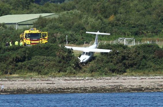Plane with 3 occupants crash landed oban airport nearly landing on the beach at oban airport . the 3 occupants are thought not to be seriously injured picture kevin mcglynn