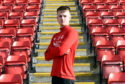 Aberdeen defender Sam Roscoe has joined Alloa Athletic on loan until the end of the season.