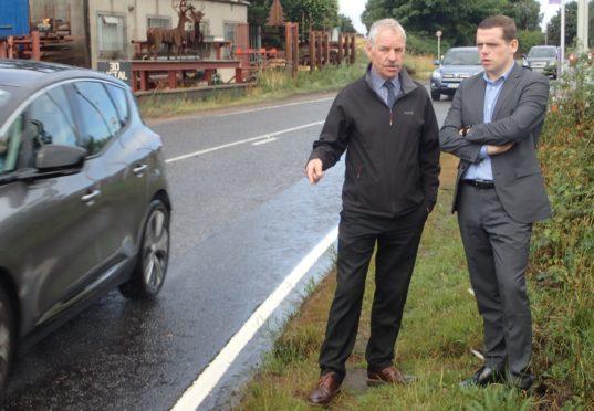 Heldon community councillor Willie Duncan meets Moray MP Douglas Ross in Fogwatt.