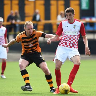 Ross Stewart in action for St Mirren against Alloa.