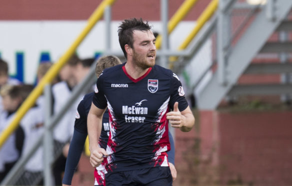 Ross County's Sean Kelly has signed a new one-year deal.