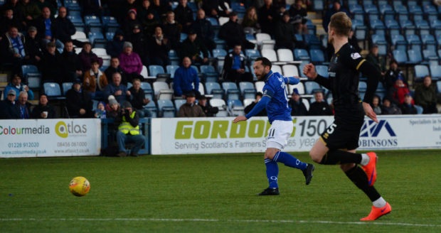 17/11/18 LADBROKES CHAMPIONSHIP PALMERSTON PARK - DUMFRIES QOTS V INVERNESS CT Queen of the South's Stephen Dobbie doubles QOTS' lead.