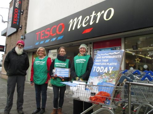 Fort William Greenpeace volunteers encourage shoppers to take supermarkets' plastic waste into their own hands, as part of a campaign to end ocean plastic pollution