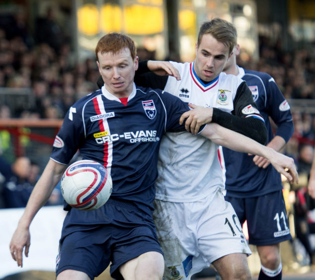 Ross County's Scott Boyd holds off Andrew Shinnie (right).
