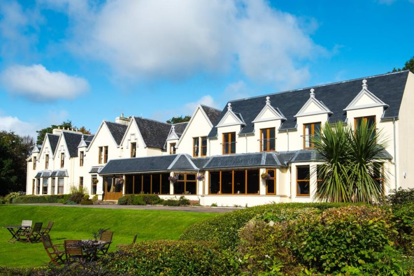 Cuillin Hills Hotel: Set within fifteen acres of mature private grounds, you'll enjoy some of the finest views from any hotel in Scotland
