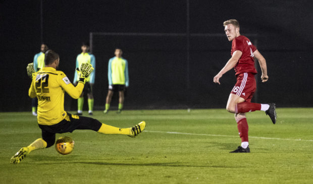 Sam Cosgrove scores to make it 1-0 to Aberdeen.