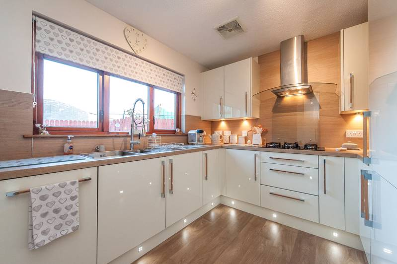 Kitchen: Fitted with a wide range of pacrylic units featuring integrated appliances