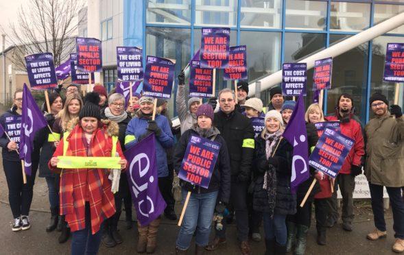 EIS/FELA members striking in Moray.