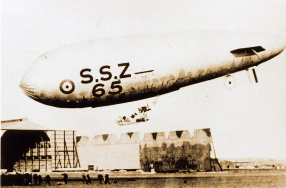 An airship coming in to RNAS Lenabo in 1918