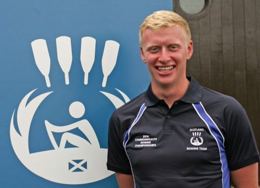 Lewis McCue has won the Scottish Rowing Coach of the Year award.
