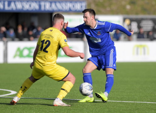 Cove Rangers' Connor Scully (right).