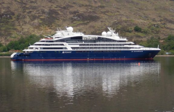 Le Champlain sits in Loch Linnhe