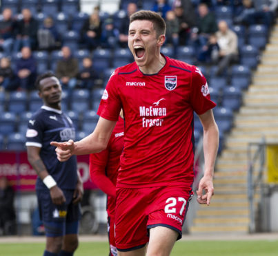 Ross County's Ross Stewart celebrates his goal to make it 1-1