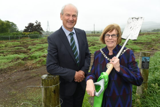 Deputy Provost Bet McAllister and Tulloch chief executive George Fraser cut the first sod at Tulloch Homes' Ness Side development. Picture by Sandy McCook.
