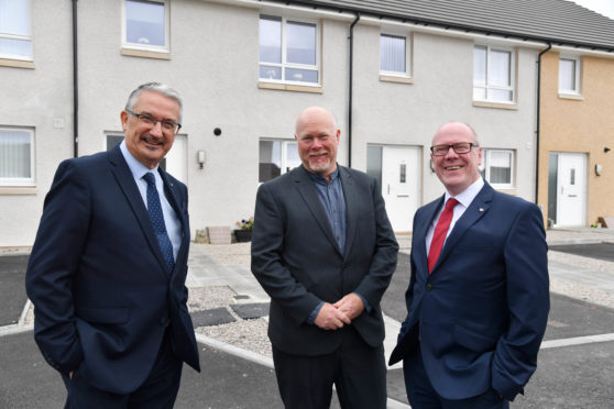 HOUSING MINISTER KEVIN STEWART MSP (R) WITH  OSPREY CEO GLENN ADCOOK (L) AND DEVELOPMENT OFFICER ALLAN LIDELL  AT THE NEW SCHEME.