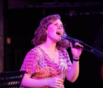 New Scottish Hymns Band, featuring singer-songwriter Ellyn Oliver, will play a Christmas concert in aid of Tearfund Scotland.